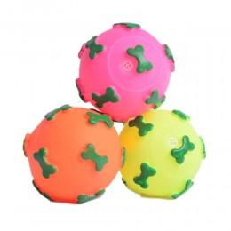 Zabawka dla psa piszcząca gumowa piłka w kosteczki