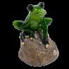 Figurka żaba na kamieniu żabka dekoracja ceramiczna 13 cm